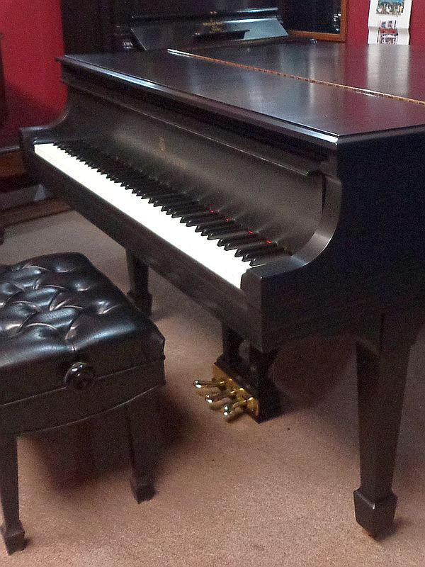 1942 Steinway - Baby Grand - Size: 5′-1″